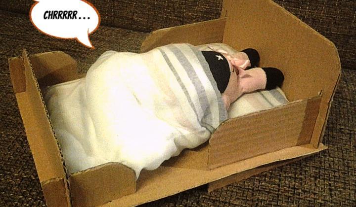 Kartónová postieľka pre bábiku